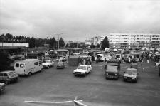 Jelenia Góra - targowisko przy ulicy Ludomira Różyckiego (fot. 6) [Dokument ikonograficzny]